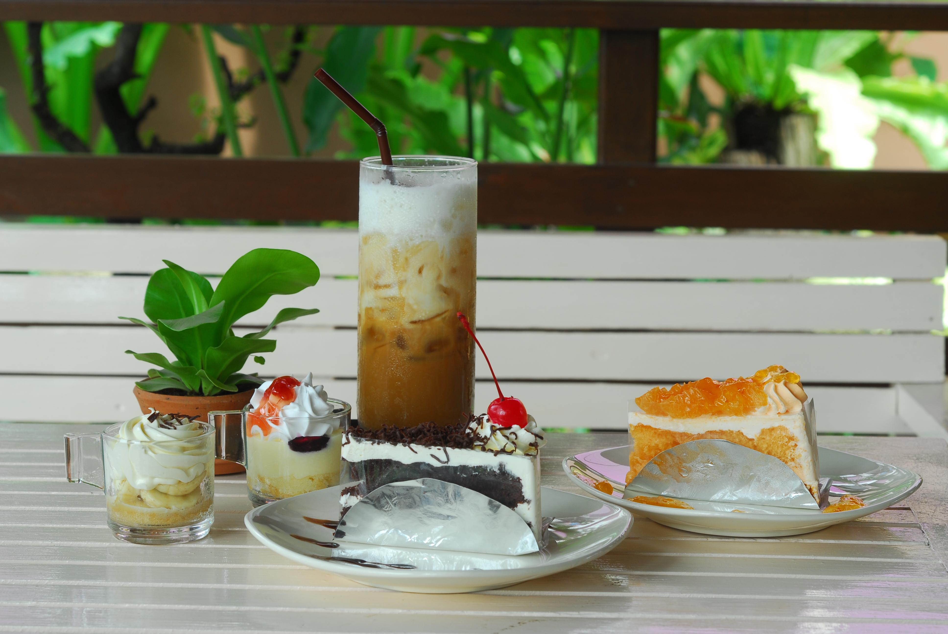 Mai Bakery มีทั้ง cake และ coffee